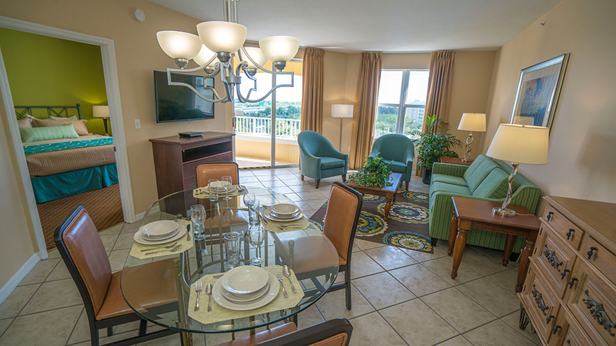A Suite guest living room and dining room area, Vacation Village at Weston