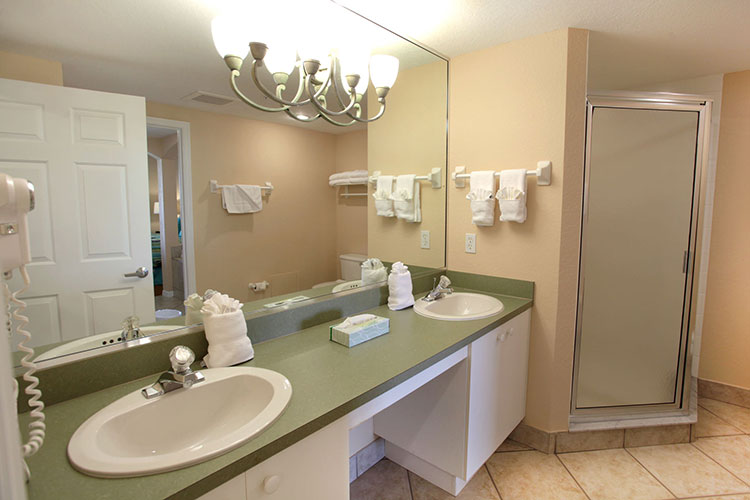 B Suite guest bathroom, Vacation Village at Weston